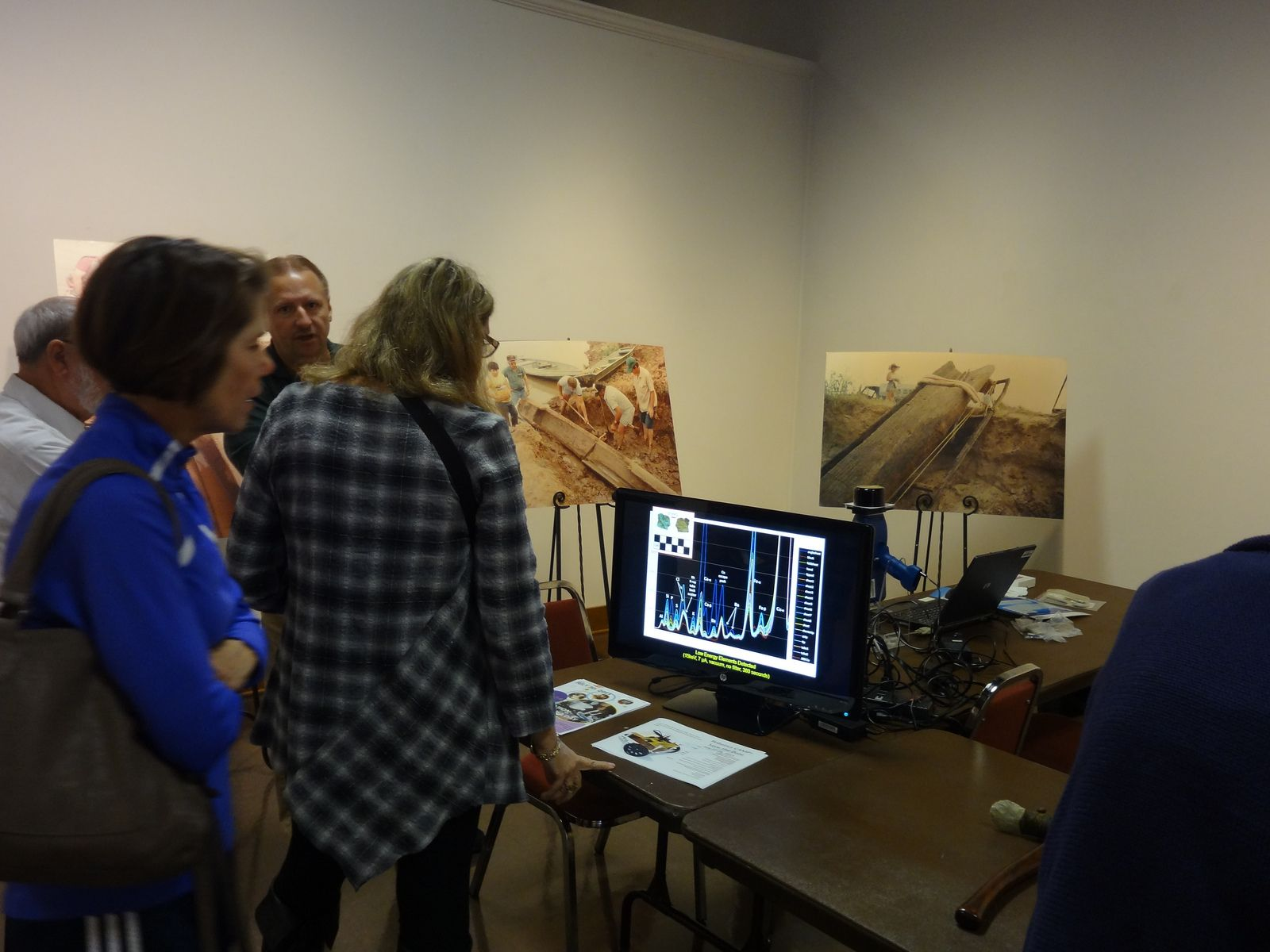 Demonstrating pXRF to Museum Visitors