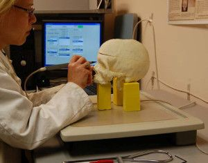 A researcher at the Smithsonian digitally documents a human skull with the aid of Osteoware.