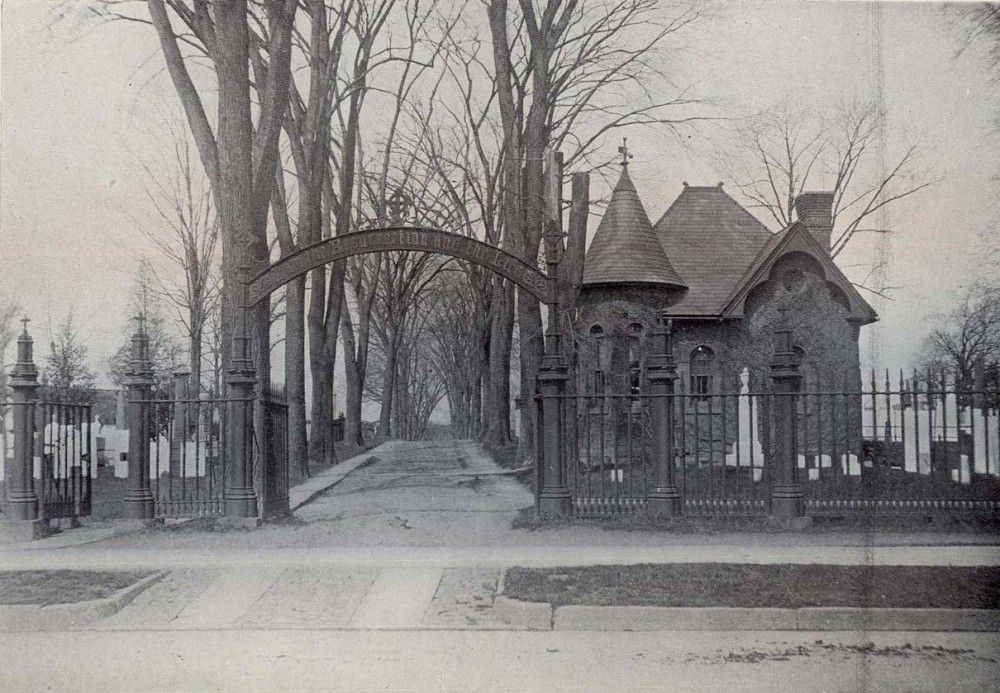 Figure 1. This early 1900s image shows the historic character of Old North Cemetery. Initially focused on functionality, the character was enhanced over time as impressive tree plantings created a scenic, park‐like landscape. Courtesy City of Hartford Archives.